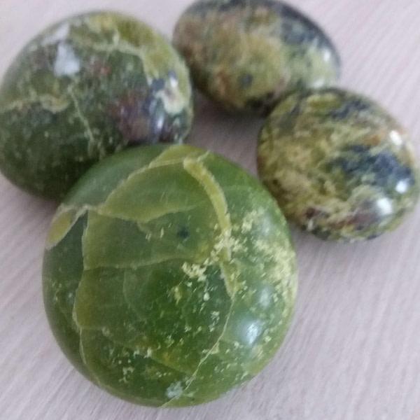 galet opale verte
